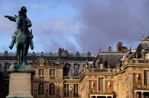 Versailles Palace's courtyard with King Louis 14th statue by Sami Sarkis Photography