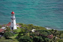 Lighthouse in garden on Pacific Ocean von Sami Sarkis Photography