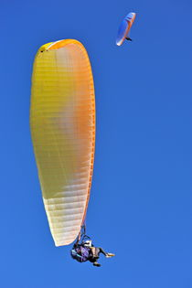 Paragliders flying in tandem by Sami Sarkis Photography