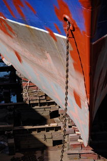 Ship's bow being repaint von Sami Sarkis Photography