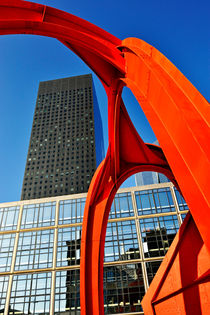 Red sculpture and Skyscraper at  La Defense von Sami Sarkis Photography