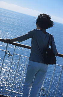 Woman looking out to sea from deck of boat von Sami Sarkis Photography