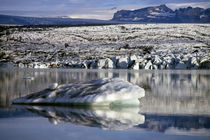 Rm-icebergs-iceland-lake-mountains-tranquil-lds214