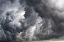 Heavy clouds during a rainstorm von Sami Sarkis Photography