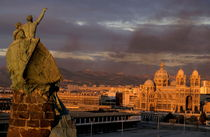 Cathedral  de la Major and cityscape seen from Pharo Hill at sunset von Sami Sarkis Photography