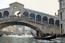Gondola passing by the Rialto Bridge by Sami Sarkis Photography