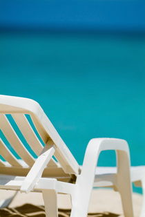 Rf-absence-beach-deck-chair-sea-vacations-cub1095
