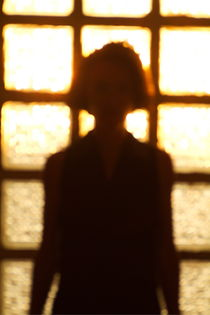 Rf-silhouette-sunlight-window-woman-ppl302