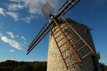 Traditional stone windmill in Les Pennes-Mirabeau von Sami Sarkis Photography