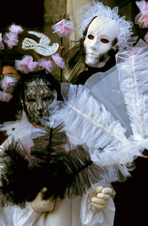 Rm-costumes-people-venetian-masks-venice-it060
