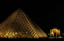 The Louvre Pyramid and the Arc de Triomphe du Carrousel at night by Sami Sarkis Photography