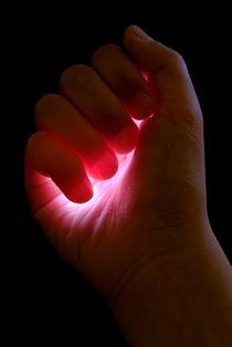 Light captured in child's hand. von Sami Sarkis Photography