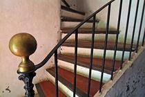 Rf-aged-decline-handrail-stairwell-var1114