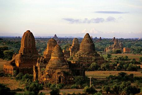 Rf-ancient-architecture-myanmar-temples-mon038