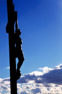 Rm-crucifixion-icon-jesus-silhouette-sky-statue-fra025