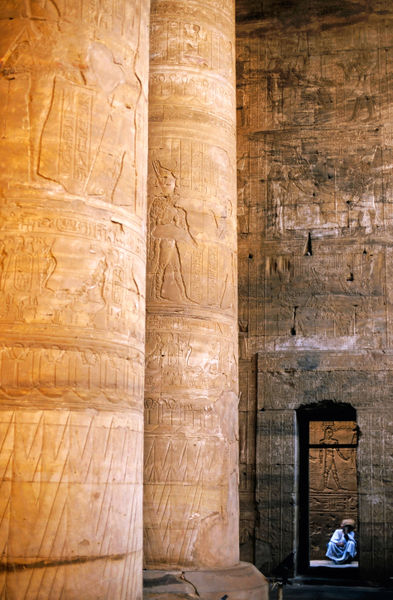 Rm-egyptian-hieroglyphs-man-temple-egy148