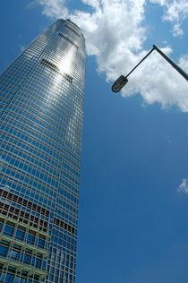 Rm-cbd-clouds-hong-kong-skyscraper-streetlight-chn2072