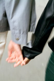Rf-affection-holding-hands-man-woman-var311