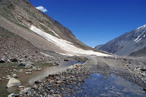 Puddle on the Road in Lahaul Valley von serenityphotography