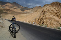 Mountain Biking down from Khardung La by serenityphotography