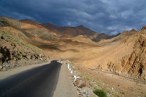 Descending-from-khardung-la
