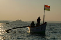 Dolphin Boat with Indian Flag Palolem von serenityphotography