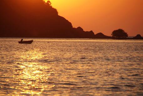 Boat-at-sunset-palolem