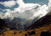 Nepal-annapurna-himal-wolken-um-machapuchare