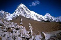 Nepal-khumbu-himal-steinmaenner-am-pumori-7142m