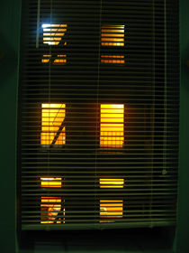 The orange window by blackscreen