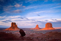 99az-18-15-monument-valley-mittens-merrick-butte