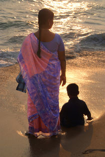 Woman in Pink and Blue Sari with Child Varkala von serenityphotography