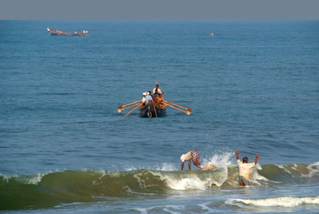 Fishermen-off-black-beach-varkala