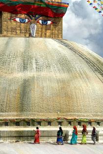 Circumambulating the Stupa Boudha von serenityphotography