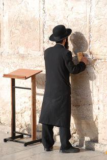 Rabbin - Jerusalem by ANNA CAMORALI