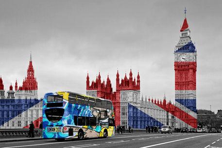 Graffiti-bus-1-cr