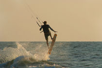 Kite-surfer-jumping-mandrem