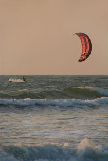 Kitesurfing-at-sunset-mandrem-03