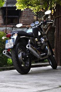 Moto Guzzi V7 by emanuele molinari