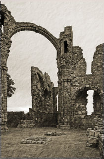 Holy-island-priory-1