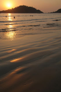 Swimming-at-sunset-palolem-02
