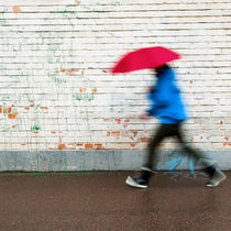 Walking in the rain by Lars Hallstrom