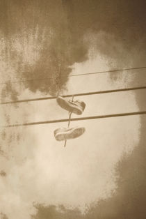 Shoes-on-a-wire-1