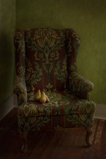 three pears sitting in a wing chair von Priska  Wettstein