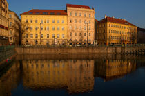 Buildings-beside-the-vltava-river-prague-06