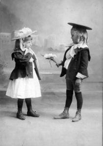 Sags mit Blumen - Vintagefoto um 1910 by Tibor Hegewisch