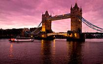 London Bridge - Puente de Londres by Víctor Bautista