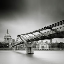 London: Millenium Bridge by Nina Papiorek