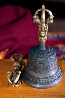Bell and Vajra Pisang Monastery von serenityphotography
