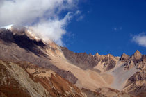 Clouds-and-mountains-way-to-thorung-phedi-06